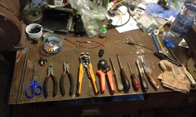 Инструменты для установки подсветки самостоятельно