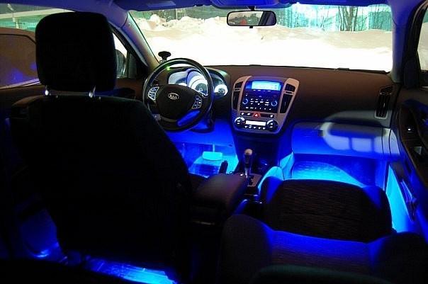Неоновая подсветка в машине
