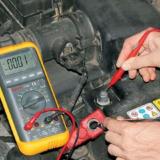 Как мультиметром проверить аккумулятор автомобиля видео
