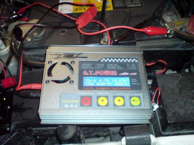 Вынимаем аккумулятор из автомобиля