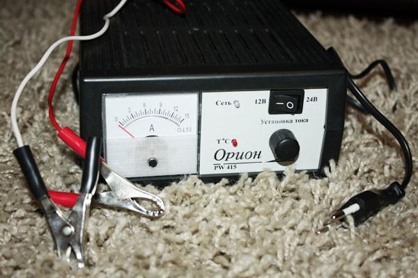 Как правильно зарядить аккумулятор автомобиля в домашних условиях?